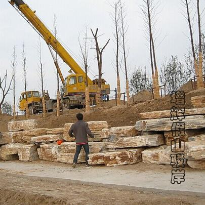 假山驳岸工程石正在发往无锡