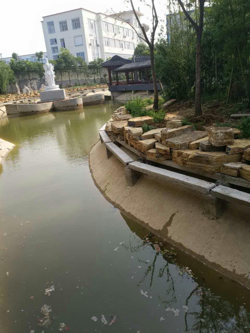 建造千层石驳岸的一些技巧